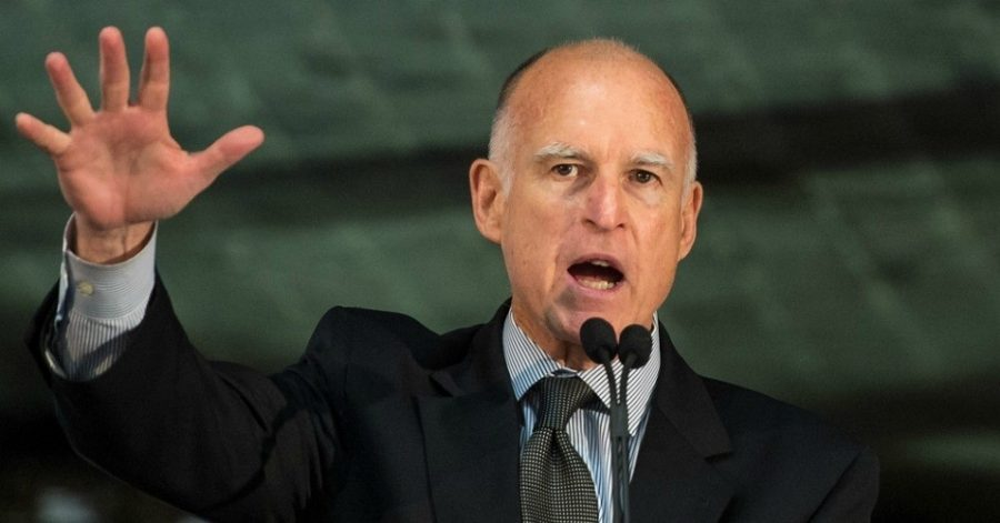 Governor+Jerry+Brown+speaking+in+2012.++%28Photo%3A+NASA+HQ+PHOTO%2Fflickr%2Fcc%29
