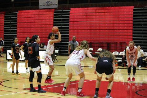 Preview: Women's Basketball Takes on Cabrillo Seahawks