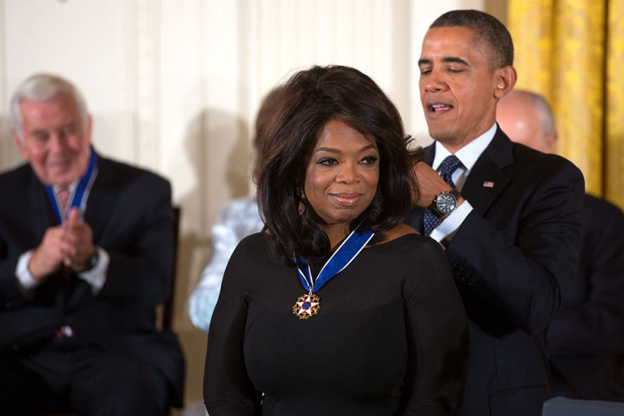 President+Barack+Obama+awards+the+2013+Presidential+Medal+of+Freedom+to+Oprah+Winfrey+during+a+ceremony+in+the+East+Room+of+the+White+House%2C+Nov.+20%2C+2013.