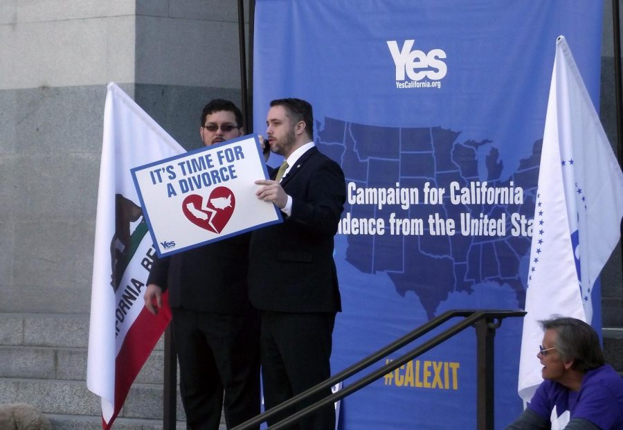 Yes+California+founder+Louis+Marinelli+addresses+a+crowd+of+supporters+at+a+recent+rally+in+Sacramento.